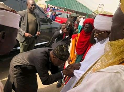 (Photos) Lai Mohammed Bows To Muhammad Zayannu, The Emir Of Yauri