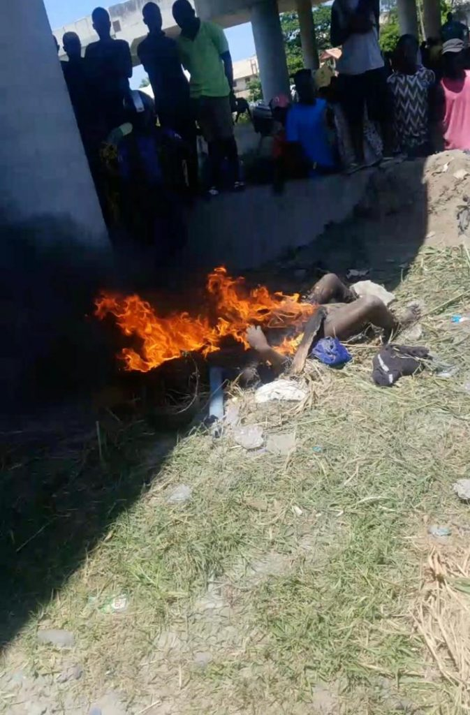 Lagos Mad Woman Caught With Three AK-47 Rifles Burnt To Death (Graphic Photos)