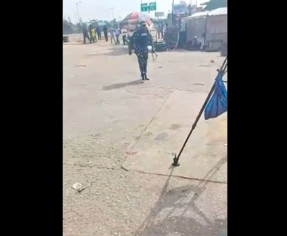 June 12: 'I Go Fire You' – Police Officer Threatens To Shoot Journalists) (Photos)