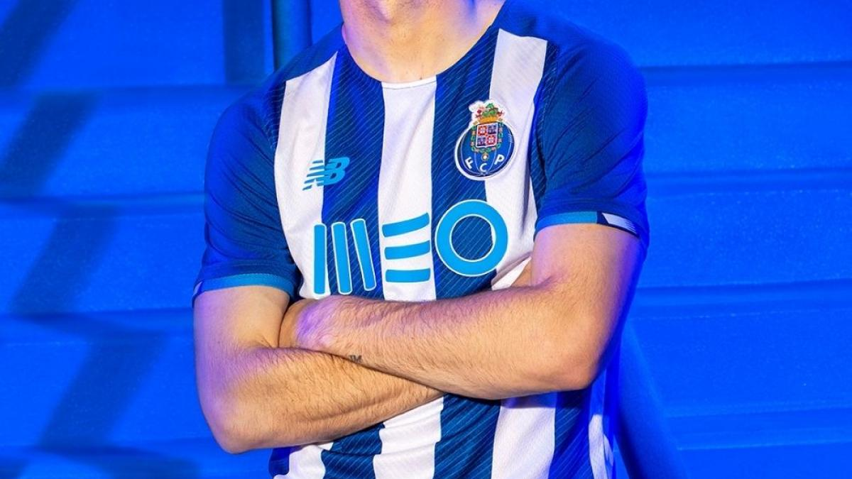 FC Porto unveil their home jersey for the 2021-2022 season!