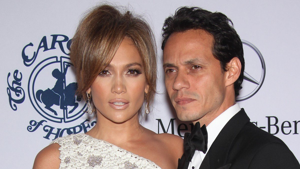 Jennifer Lopez seen having lunch with ex-husband, Marc Anthony