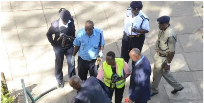 Police Officer collapses and dies under unclear circumstances