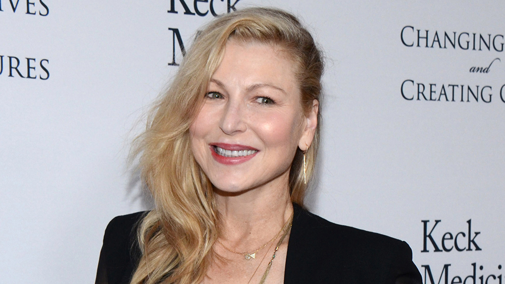 Tatum O'Neal's Twitter Account Hacked By Playstation Scammers