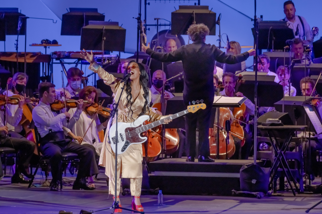 H.E.R. Stirs Hollywood Bowl With and Without LA Phil Strings Attached