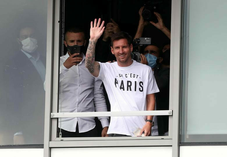Lionel Messi Receives Hero's Welcome In France As He Arrives With His Family To Complete Paris Saint-Germain Transfer