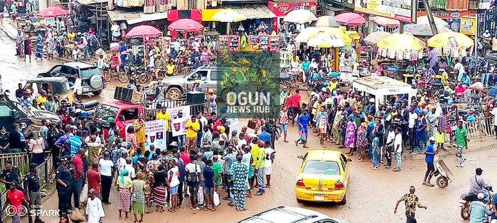 Angry Youths Protest Bad Roads In Sango Ota, Ogun State