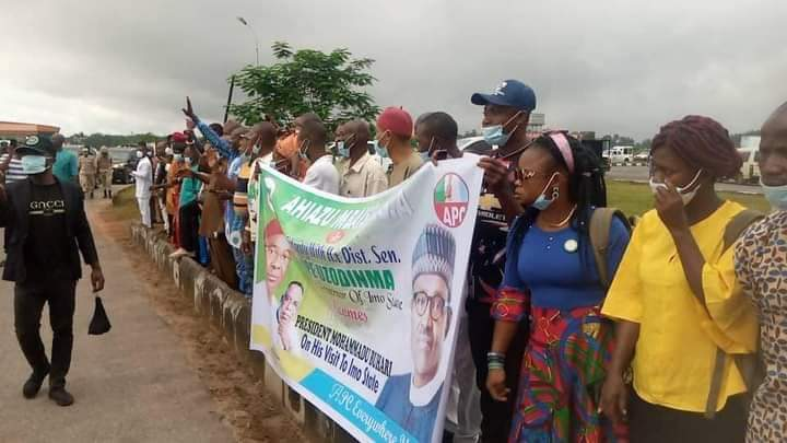 PMB In Imo: Residents Line Up To Welcome The President