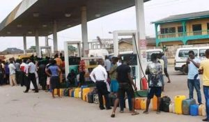 Fuel Scarcity, Long Queues Ground Imo State After Buhari's Visit