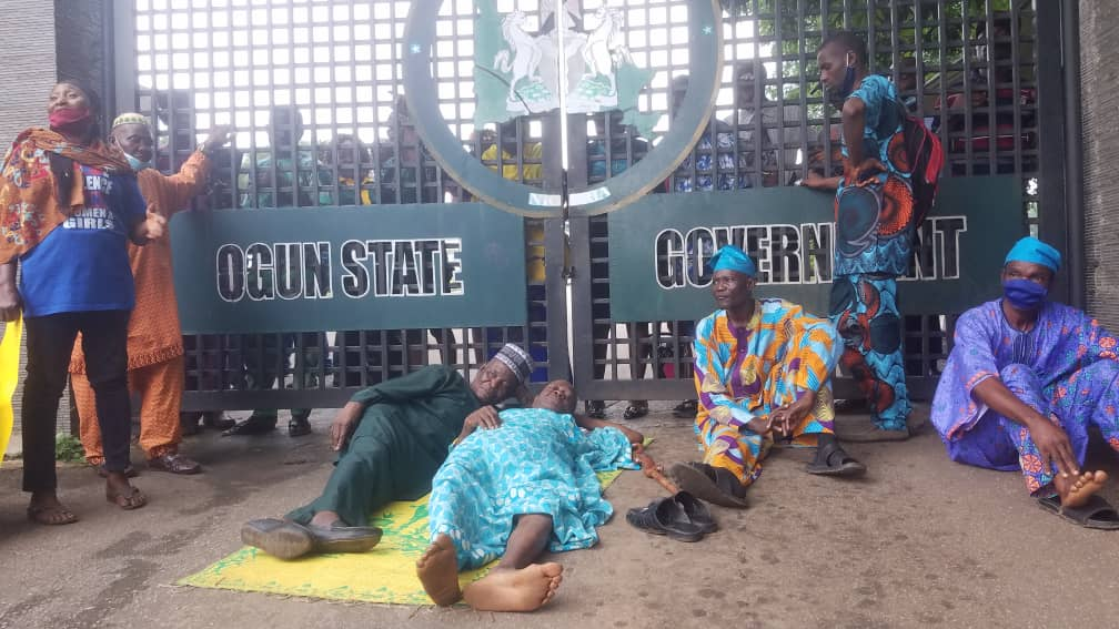 Ogun Pensioners Protest Over N68b Unpaid Gratuity, N3,000 Monthly Stipend (Photo)