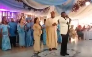 White Woman Shuts Down Naija Wedding With Her Dance Moves (Video)